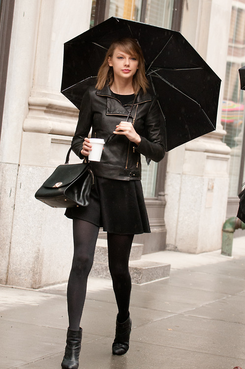 Dressing up black tights